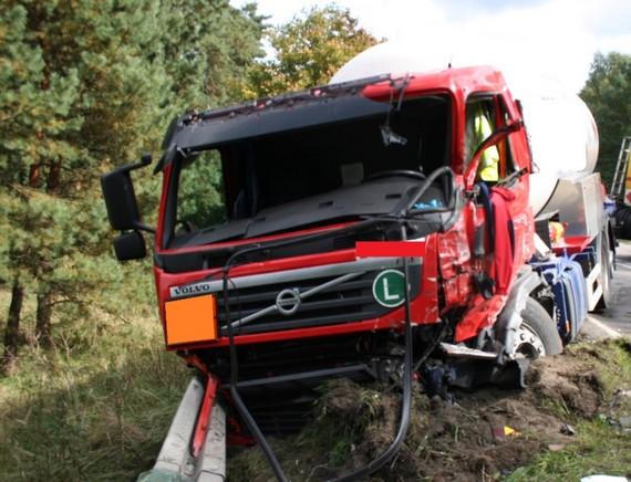 wypadek-drogowy-dwoch-cystern-25-09-2013-0003