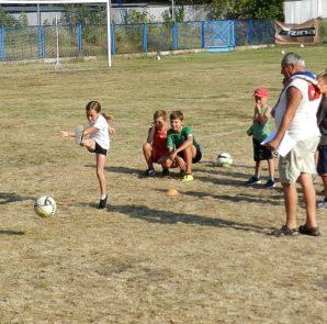 piknik-dla-dzieci-z-okazji-dnia-pilkarza-na-stadionie-wloclavii-0016